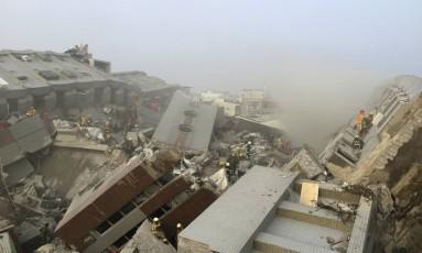 Vários prédios ficaram destruídos na cidade taiwanesa Foto: PICHI CHUANG / REUTERS