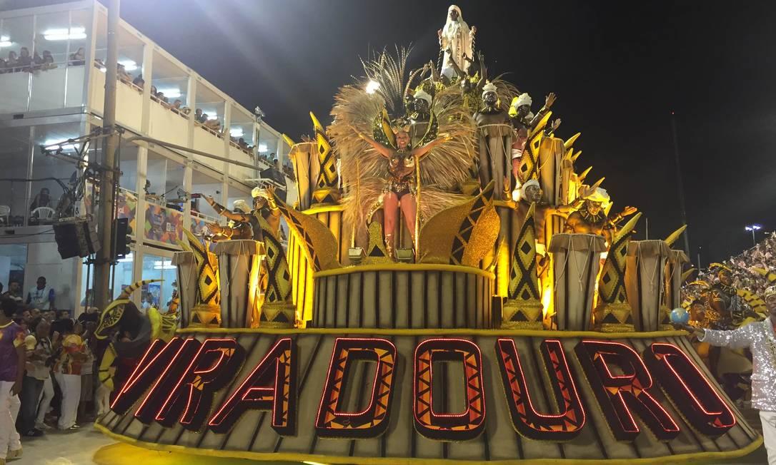 Abre-alas da Viradouro, que levantou o público na Sapucaí Guilherme Ramalho