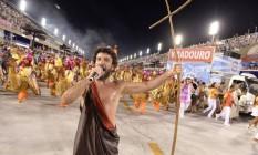 Zé Paulo, intérprete da Viradouro, cantou fantasiado Foto: Diego Mendes