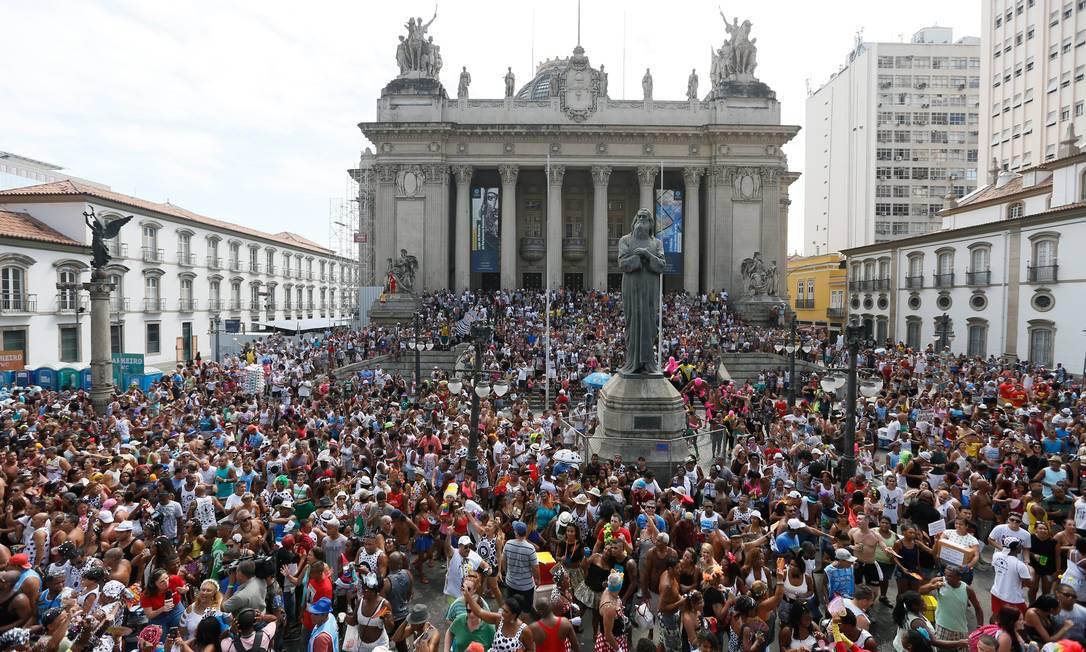 Milhares se aglomeram na concentração do Cordão Pablo Jacob / Agência O Globo