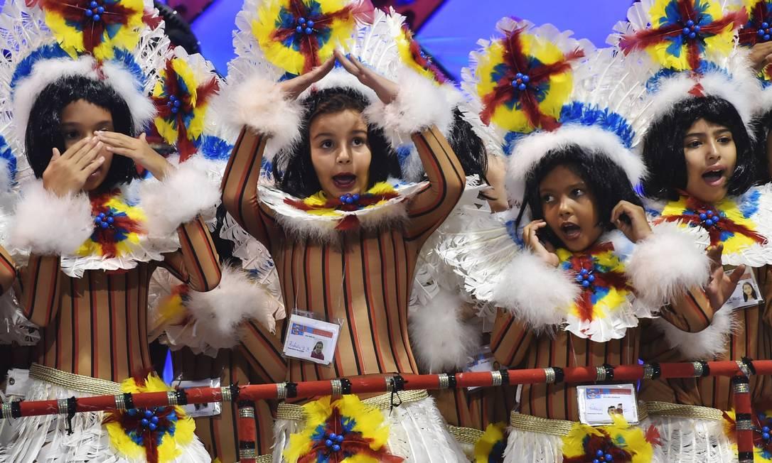 Crianças também participaram da festa na avenida NELSON ALMEIDA / AFP