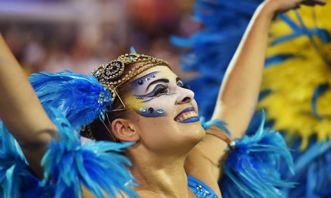 A escola contou a história da Vila Madalena, do balé ao samba NELSON ALMEIDA / AFP