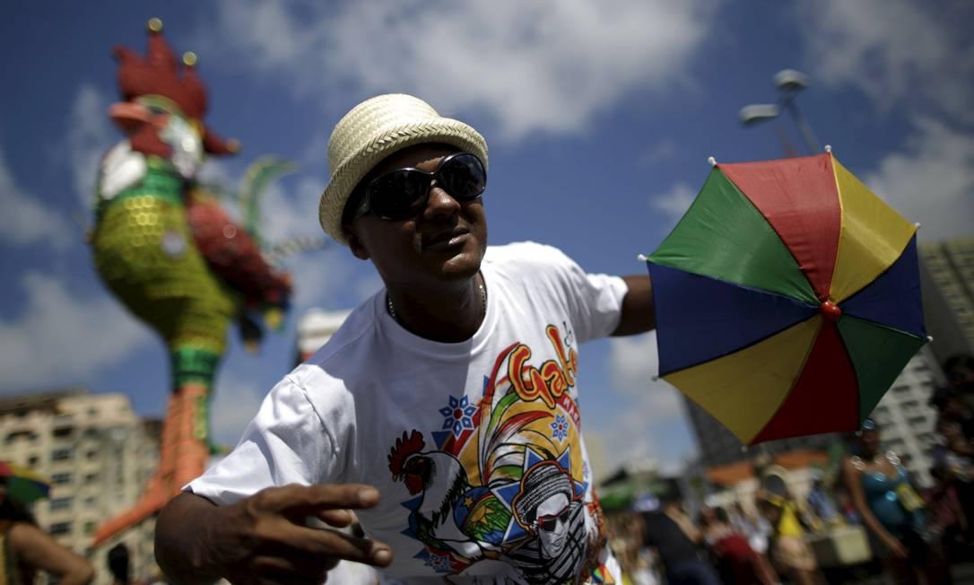 O bloco arrastou centenas de foliões na capital pernambucana UESLEI MARCELINO / REUTERS