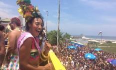 A atriz Sheron Menezzes animou o bloco funk na praia do Pepê Foto: Carolline Vieira / Agência O Globo