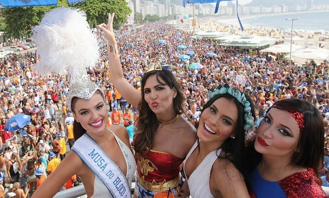 Ísis Valverde Carol Sampaio, Letícia Lima e Josie Pessôa estiveram no bloco A Favorita, em Copacabana Eny Miranda/Riotur