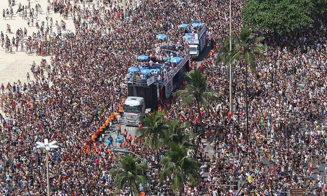 O bloco arrastou uma multidão em Copacabana Eny Miranda/Riotur