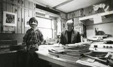 Hunter e Juan Thompson na cozinha de casa, no Colorado, em 1971 Foto: Acervo pessoal