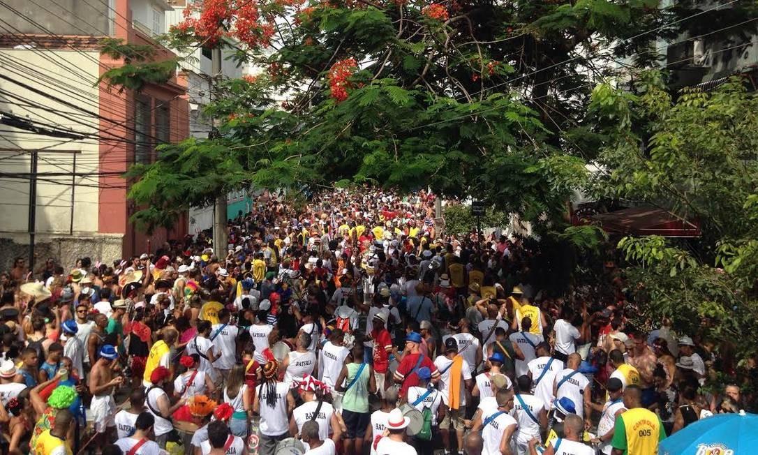 Os foliões se divertem no bloco do Barbas Amanda Prado / Agência O Globo