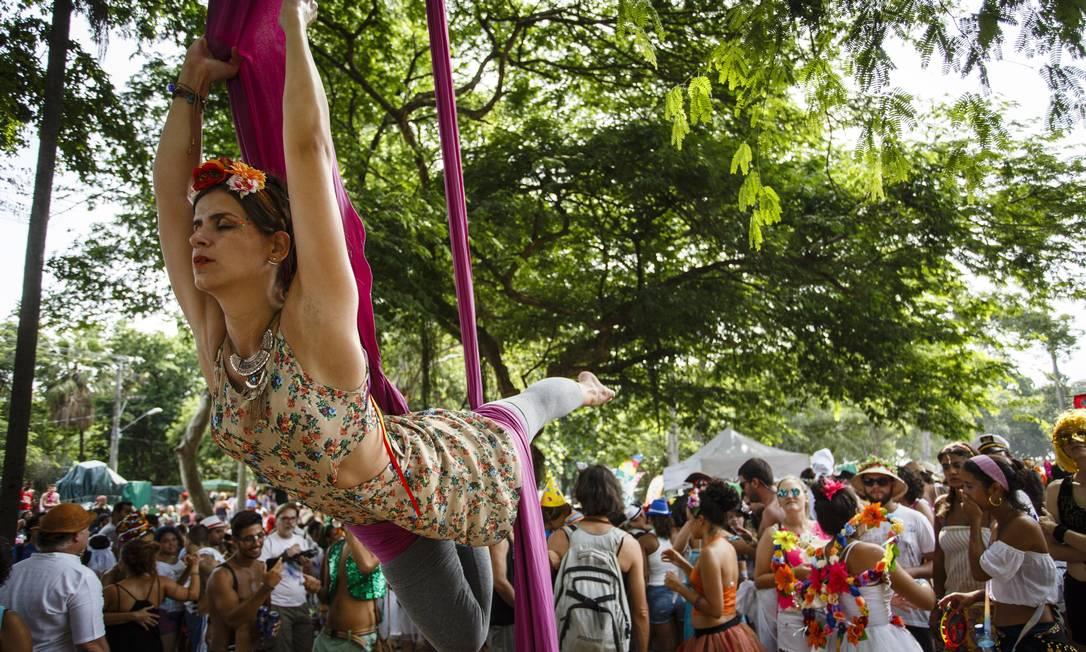 A foliã faz acrobacias durante o Terreirada Cearense Fernando Lemos / Agência O Globo