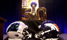 O cobiçado troféu Vince Lombardi, que será disputado por Carolina Panthers e Denver Broncos Foto: Mike Lawrie / AFP
