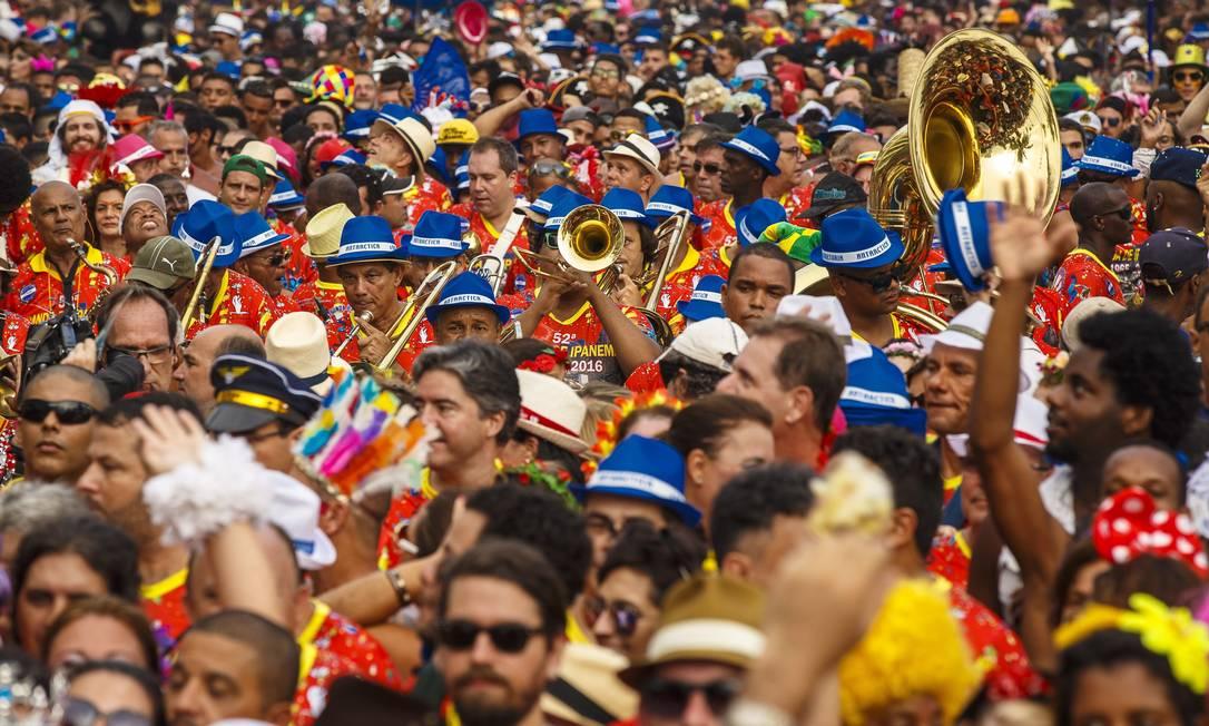 Uma multidão acompanhou o bloco em Ipanema Daniel Marenco / Agência O Globo