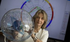 Interpretação de sinais. A astróloga Claudia Lisboa diz que empresários buscam orientação sobre negócios na crise Foto: Márcia Foletto / Márcia Foletto