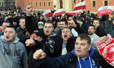 Manifestantes do Pegida reuniram-se em Varsóvia Foto: JANEK SKARZYNSKI/AFP