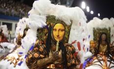 Ala das baianas da Vai-Vai lembra os quadros do Louvre, como a Monalisa Foto: Marcos Alves / Agência O Globo
