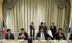 Cai Xiyou (segundo da esquerda para a direita), atual presidente da Sinochem e então vice-presidente da Sinopec, em jantar em Pequim, na China Foto: Nelson Ching/Bloomberg News/28-4-2009
