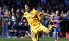 Suárez comemora o segundo gol do Barcelona neste domingo Foto: HEINO KALIS / REUTERS