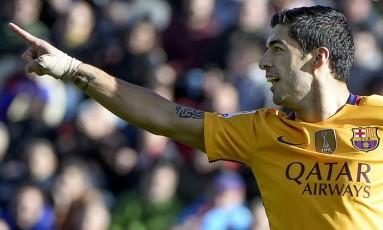 Suárez comemora o segundo gol do Barcelona Foto: JOSE JORDAN / AFP