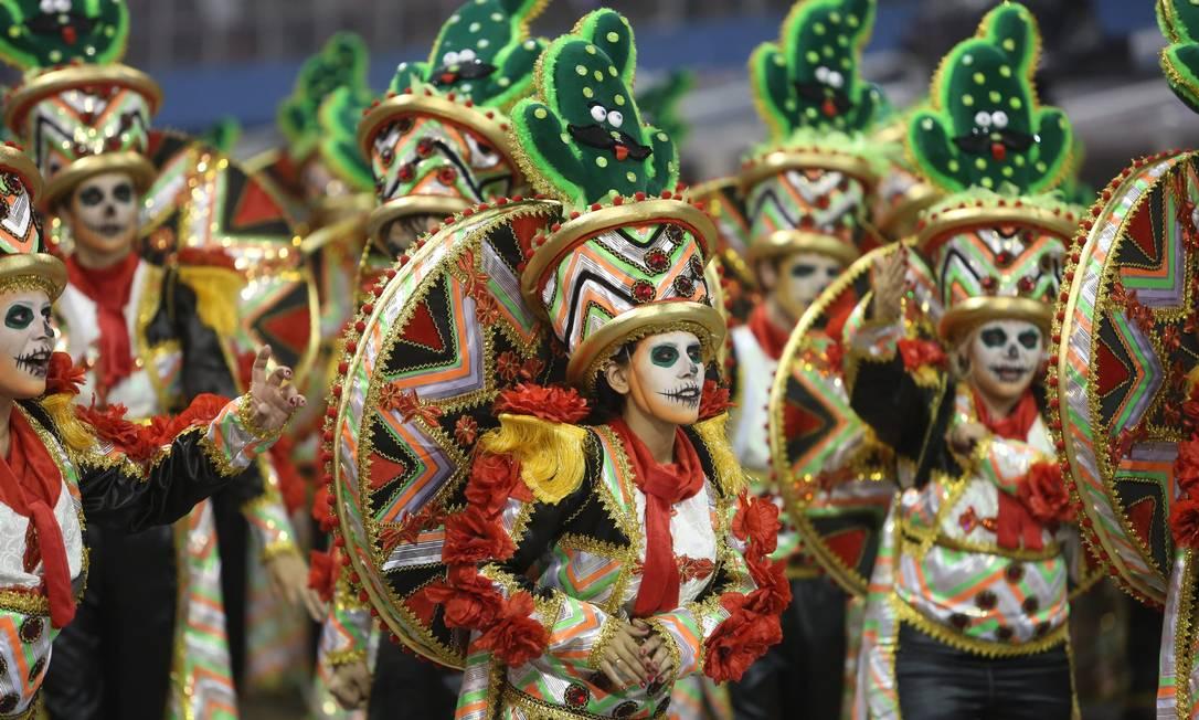 Uma ala com referências ao México no desfile da Dragões da Real, que completa seu 15º carnaval Marcos Alves / Agência O Globo