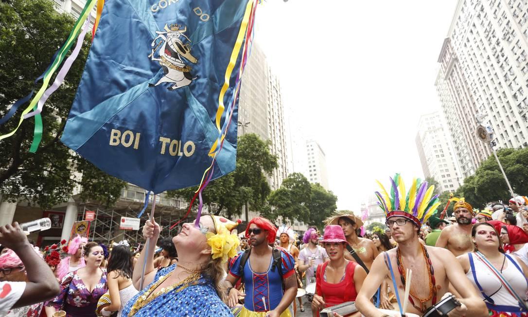 O Boi Tolo fez concentração na Candelaria e seguiu pela Av. Presidente Vargas na manhã deste domingo Ana Branco / Agência O Globo