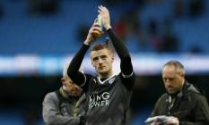 Vardy aplaude a torcida do Leicester após a vitória sobre o Manchester City Foto: Jason Cairnduff / REUTERS