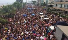 Bloco Primeiro Amor Samba Retrô arrastou multidão na Barra Foto: Divulgação