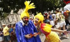 Fantasias criativas dominam Cordão do Boitatá: na foto, os passarinhos do Castelo Rá-tim-bum Foto: Ana Branco / Agência O Globo / Ana Branco