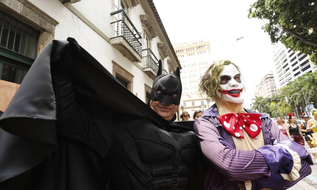 Why so serious? Até inimigos históricos deixam as diferenças de lado no domingo de carnaval Ana Branco / Agência O Globo