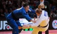 Mayra Aguiar na vitória na semifinal, contra a britânica Gemma Gibbons Foto: JACQUES DEMARTHON / AFP
