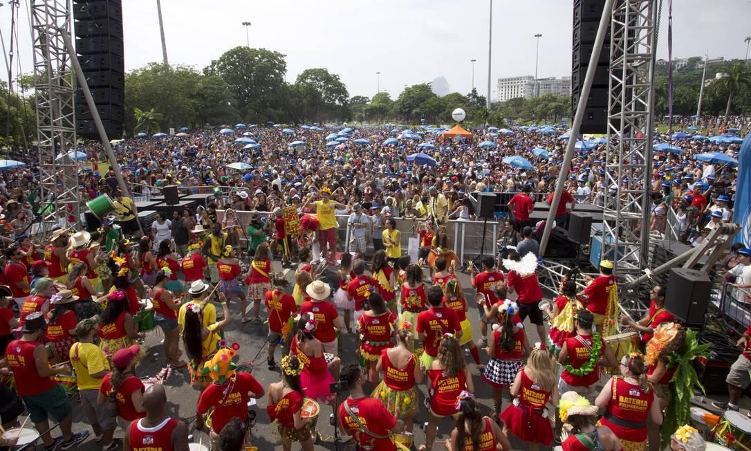 Cerca de cem mil foliões foram ao Aterro do Flamengo para dançar ao som do Bangalafumenga Márcia Foletto / Agência O Globo