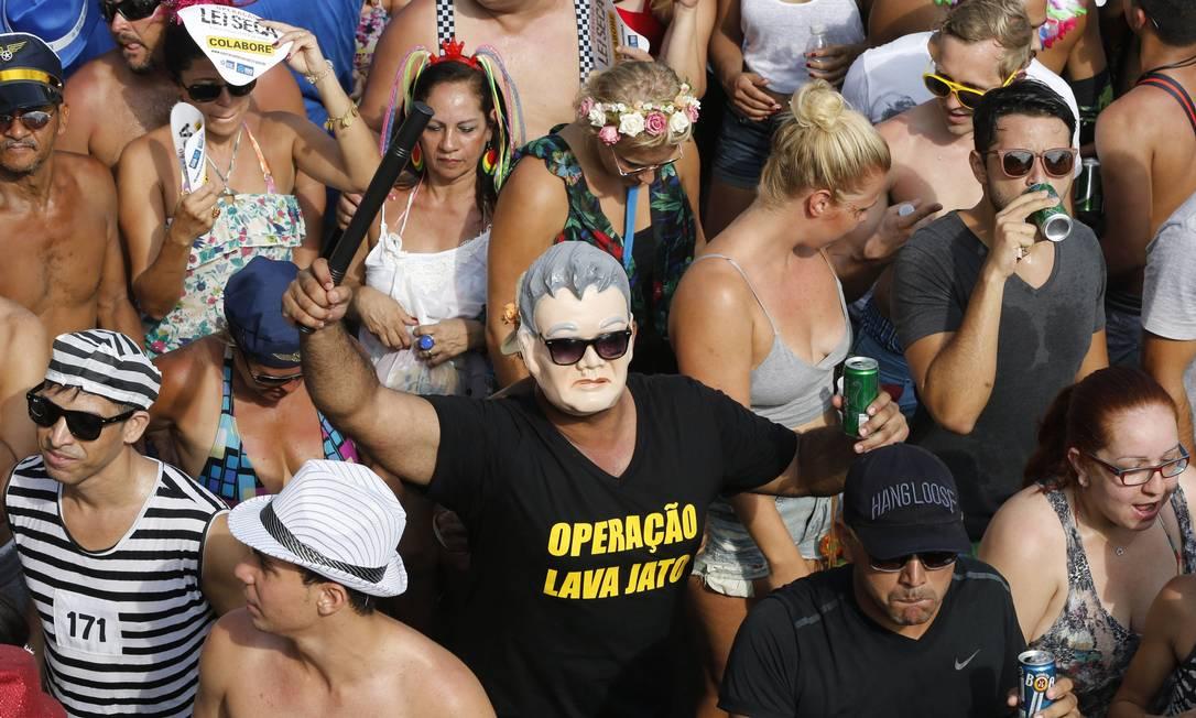O japonês da Federal decidiu dar uma pausa nas investigações da Operação Lava-Jato para cair no samba Domingos Peixoto / Agência O Globo