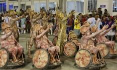 A comissão de frente com performance de 15 tetraplégicos Foto: Guilherme Pinto / O Globo
