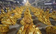 As baianas douradas da Beija-Flor Foto: Antonio Scorza / O Globo