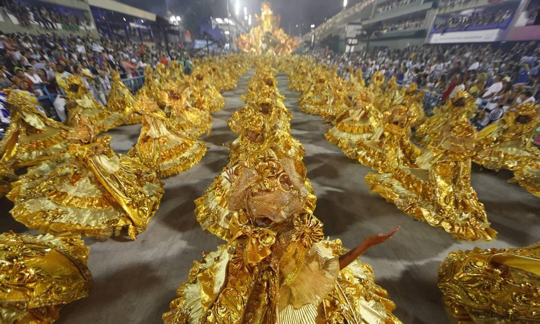 As baianas douradas da Beija-Flor Antonio Scorza / O Globo