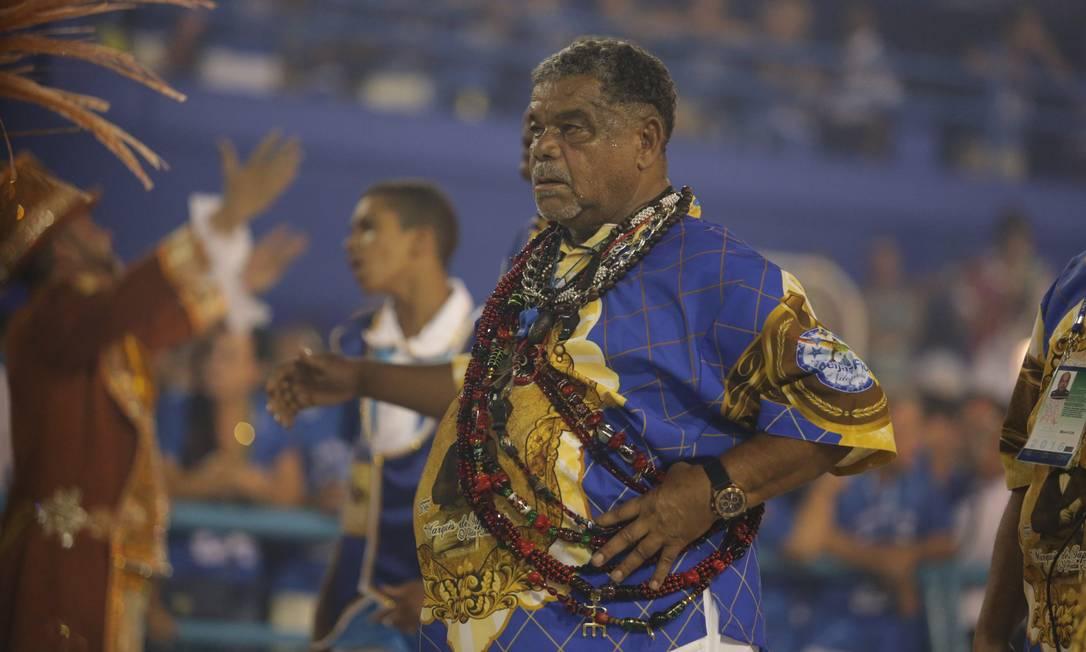 Um dos carnavalescos da escola, Laíla demonstra atenção Marcio Alves / O Globo