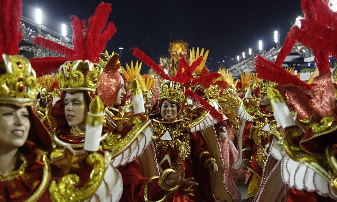 Componentes da escola que levantou o público Antonio Scorza / O Globo