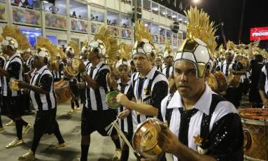 Ritmistas da bateria da Grande Rio vestidos de Neymar Foto: Guilherme Pinto / Agência O Globo