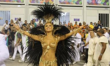 Cláudia Leitte, rainha da bateria da Mocidade Foto: Guilherme Pinto / Agência O Globo