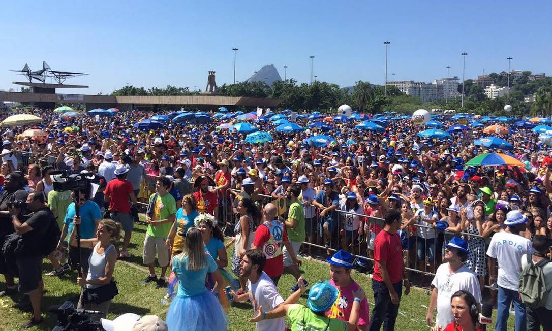 Centenas de foliões estiveram no Aterro do Flamengo para acompanhar o Sargento Pimenta Márcia Foletto
