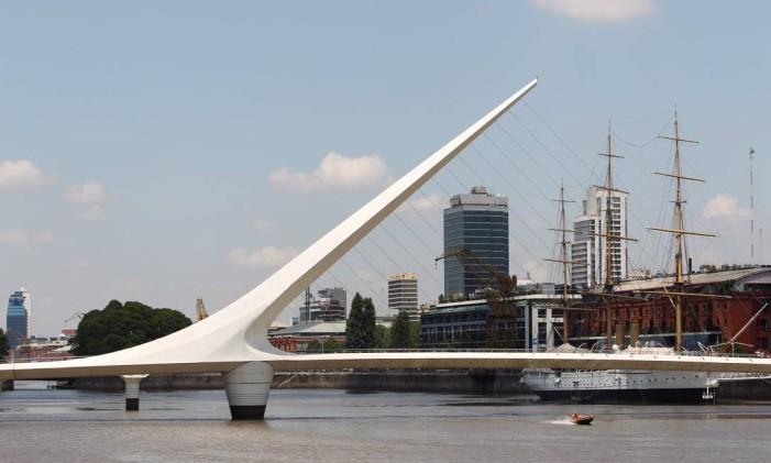 Puente Mujeres, em Puerto Madero, no centro de Buenos Aires, Argentina Foto: Michel Filho / Agência O Globo