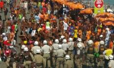 Ambulantes protestam na Barra, em Salvador Foto: Patrícia Oliviera / Reprodução G1