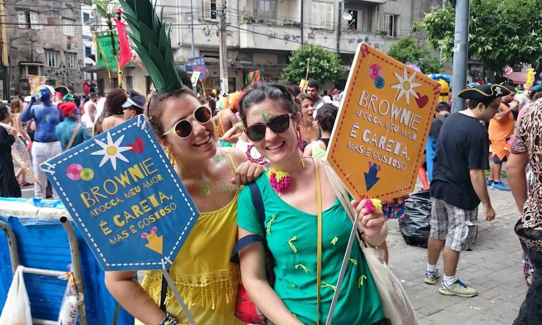 """Tainá Lagos e Bruna Barretto usaram a música de Beto Barbosa para vender brownies """"caretas"""" Amanda Prado"""