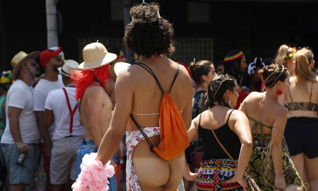 Homens desinibidos também circularam nos blocos de carnaval do Rio Ana Branco / Agência O Globo