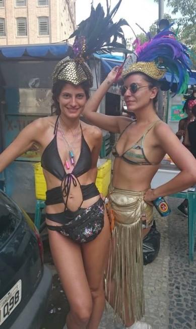 Maiôs estilosos e a parte de cima do biquíni também foram a grande aposta das mulheres nos blocos de rua Clarissa Stycer