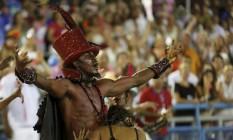 Ator representa Exú na comissão de frente Foto: Antonio Scorza / O Globo