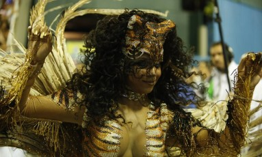 Evelin, rainha de bateria da mangueira Foto: Guilherme Leporace / Agência O Globo