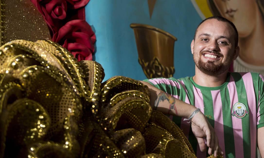 O Estandarte de Ouro de revelação do Grupo Especial foi para Leandro Vieira, carnavalesco da Mangueira Ana Branco/ O Globo
