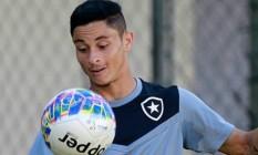 Diogo Barbosa não teme concorrência na posição Foto: Divulgação/Botafogo