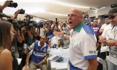 Dirigente da Unidos de Vila Maria protesta durante a apuração Foto: Edilson Dantas