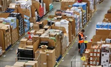 Rede própria . A Amazon quer ampliar atuação, com a entrega de produtos e estaria negociando a compra de aviões Foto: Chris Ratcliffe / Bloomberg/Chris Ratcliffe/ 25-11-2015