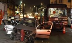 Acidente entre um carro e ônibus na Avenida Binário na Zona Portuária Foto: Pedro Teixeira / Pedro Teixeira